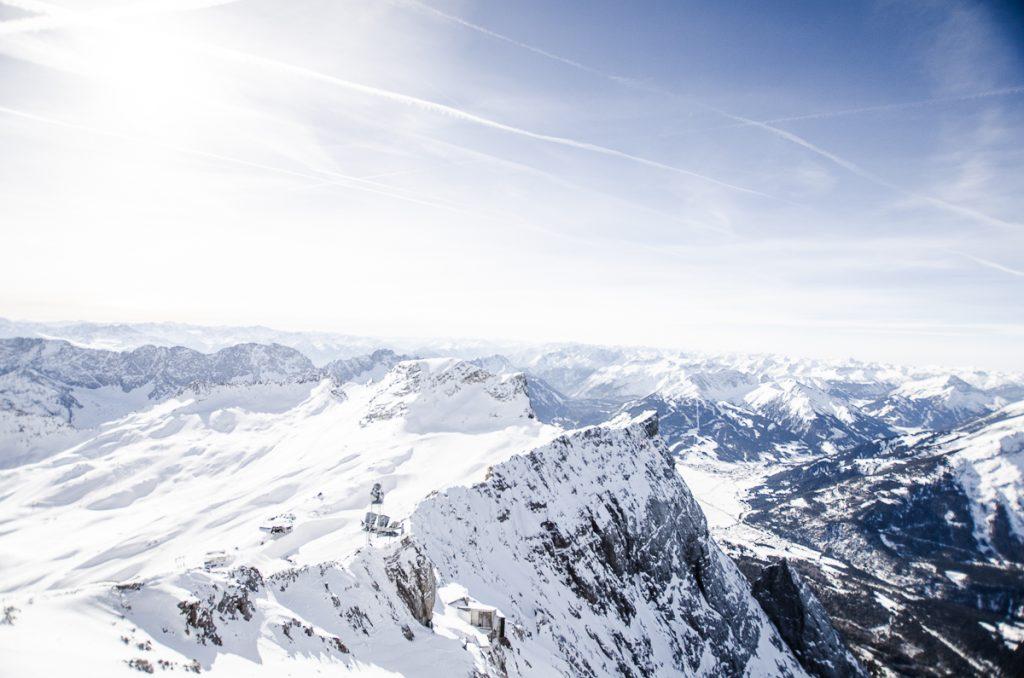 Bergblick mit Schnee im Winter auf der Zugspitze